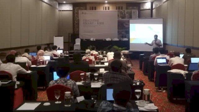 Suasana pelatihan mengenai Spatial Monitoring and Reporting Tool (SMART)
