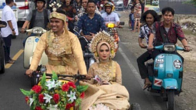 Usai ijab kabul, pengantin pria bonceng istri naik vespa di Jeneponto