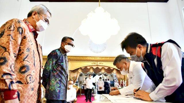 Disaksikan Gubernur Nurdin, Perseroda-PT Waskita Tandatangani Kontrak Kerja Twin Tower