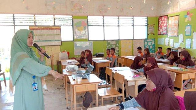 English Learning Express, Cara Dosen Bahasa Inggris Unismuh Makassar Ini Mengabdi ke Masyarakat
