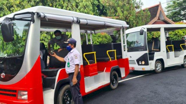 Bus Wisata Metro Kota diresmikan Gubernur Sulsel Nurdin Abdullah dan Pj Walikota Makassar Rudy Djamaluddin