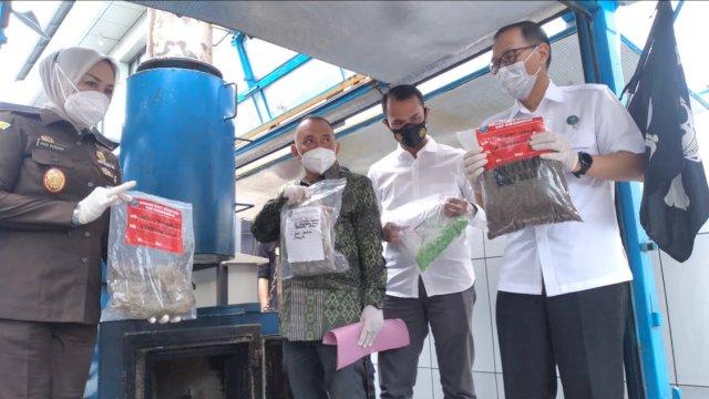BNNP Sulsel Musnahkan Ribuan Pil Ekstasi-Sabu Hasil Operasi Akhir 2020