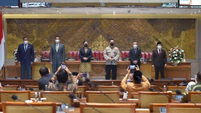 Rapat Paripurna Dewan Perwakilan Rakyat Republik Indonesia, dengan bulat menyetujui Komisaris Jenderal Polisi Listyo Sigit Prabowo sebagai Kepala Kepolisian Negara Republik Indonesia. (Foto: twitter DPR RI).
