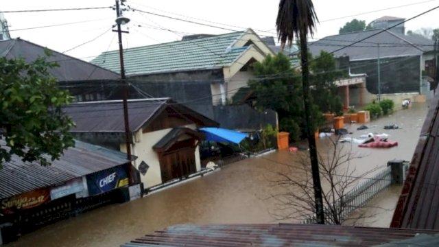 Bencana banjir mengancam di tengah kondisi curah hujan yang masih tinggi. (Foto: twitter BNPB).