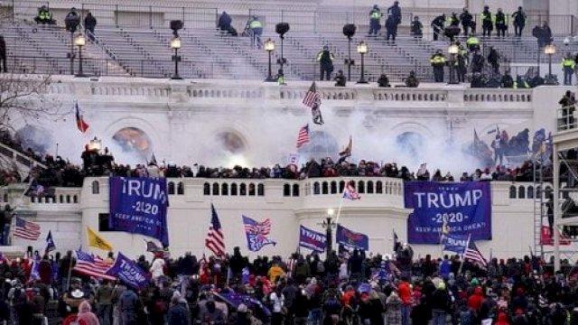 Massa pendukung Trump di Gedung Capitol (ist)
