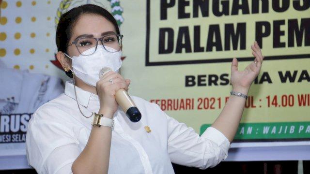 Anggota DPRD Sulsel dari Fraksi Golkar, Debbie Purnama Rusdin bicara pengarusutamaan Gender.
