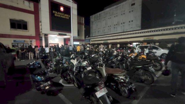 Puluhan motor yang disita oleh Polrestabes karena balapan liar