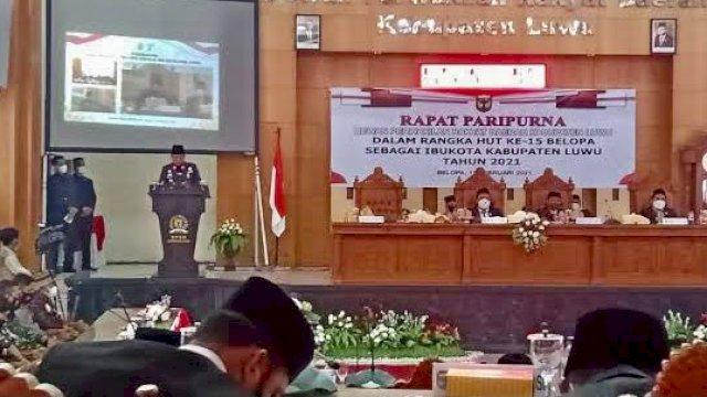 Bupati Luwu Basmin Mattayang di HUT ke-15 Kota Belopa