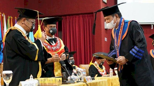 Bupati Basmin Mattayang Wisuda Program Doktor, Raih IPK Tertinggi