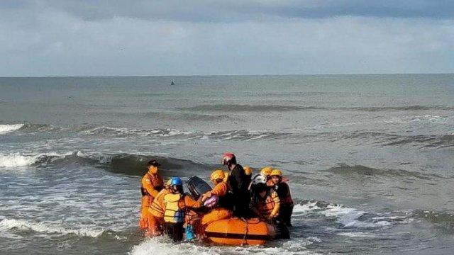 Perjuangan Tim Gabungan Bersama BPBD Takalar Cari Pelajar yang Tenggelam di Pantai Gusung Galesong