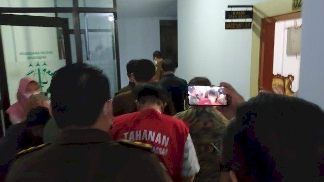 Siang Diperiksa, Malamnya Kepala UPTD Kanre Rong Makassar Pakai Rompi Tahanan