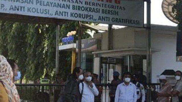 Ricuh di PN Jakarta Timur, Simpatisan Rizieq Shihab Dikejar Polisi