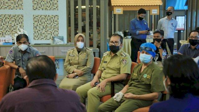 Danny Pomanto dan Fatmawati Rusdi mengecek langsung persiapan festival vaksin yang akan dihadiri Presiden RI Joko Widodo.