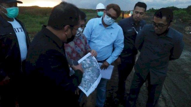 Danny Pomanto meninjau lokasi rencana pembangunan stadion di Kelurahan Untia, Kecamatan Biringkanaya, Makassar.