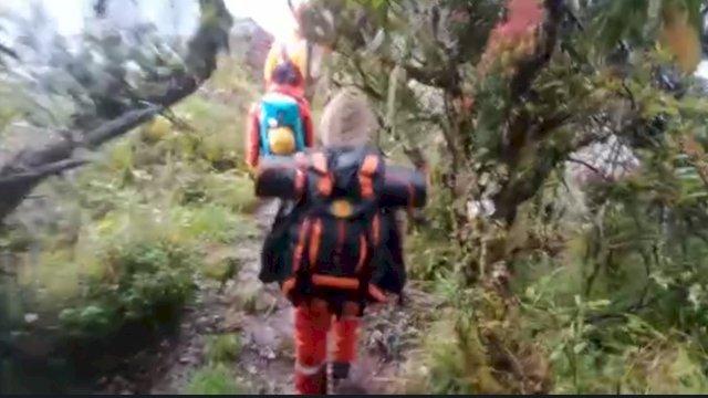 Tim pencari enam pendaki yang hilang di Gunung Lompobattang, Gowa, Sulsel.