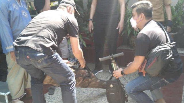 Barang bukti yang diamankan dari terduga teroris di Kecamatan Manggala, Makassar (Foto:Ist)