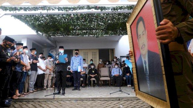 Plt Gubernur Sulsel Jadi Pembina Upacara Pelepasan Jenazah Mantan Sekprov Abdul Latief