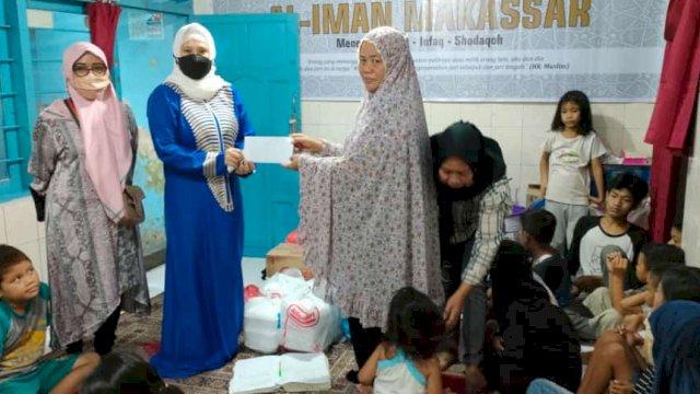 Wakil Bendahara BPD HIPMI Sulsel, Irma Trisnawati berikan santunan ke panti asuhan