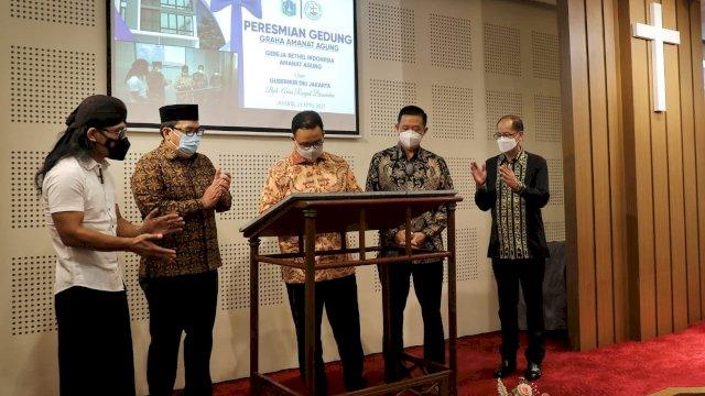 Gubernur DKI Jakarta Anies Baswedan meresmikan Gereja Bethel Indonesia (GBI) Amanat Agung di Penjaringan, Jakarta Utara, Kamis (29/4/2021). (Foto: twitter Anies Baswedan)