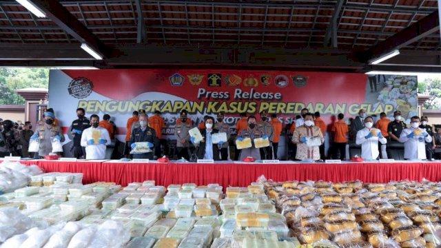 Press rilis pengungkapan kasus 2,5 ton narkoba jenis sabu-sabu, Rabu (28/4/2021).