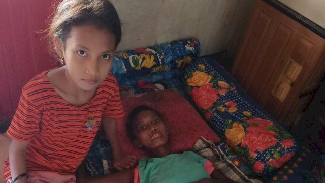NasDem Makassar Santuni Aisyah, Bocah Penjaja Kue Keliling yang Viral Demi Pengobatan Sang Ibu