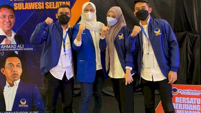 Ketua NasDem Makassar Rachmatika Dewi alias Cicu bersama milenial dan selebgram