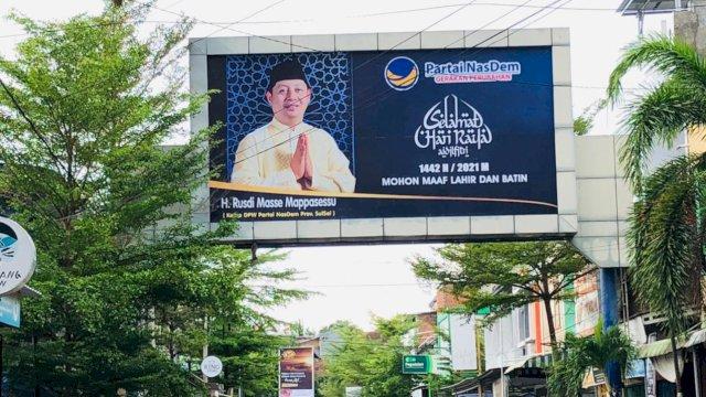 Baliho Ucapan Selamat Idul Fitri Mohon Maaf Lahir dan Batin Rusdi Masse Bertebaran hingga Pelosok