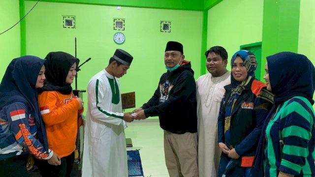 Komunitas Moto X RMS menyalurkan bantuan kepada Ponpes Tahfidzul Quran Darul Ilmi Pinrang.