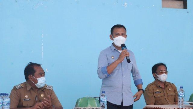 Bupati Salurkan Bantuan Pompa Air dan Alat Pertukangan untuk Warga Desa Parasangan Beru