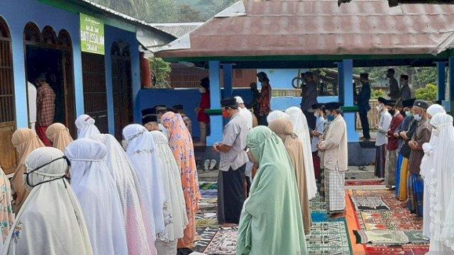 Pengikut aliran Islam Aboge merayakan Idul Fitri 1442 H, hari ini Jumat (14/5/2021). Foto: ANTARA.