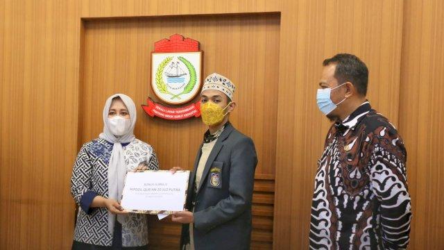 Wakil Walikota Makassar, Fatmawati Rusdi menerima kafilah STQ Makassar di ruang rapat Lantai 11 Menara Kantor Balaikota, Kamis (10/6/2021).