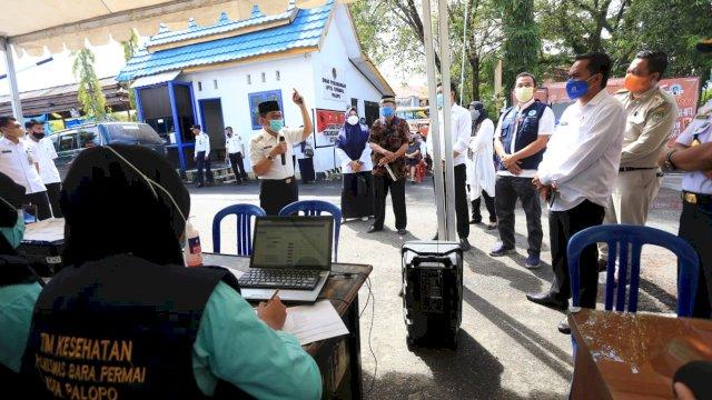 Judas Amir Pantau Vaksinasi Supir Angkutan Umum di Terminal Dangerakko