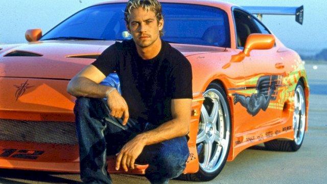Mendiang Paul Walker,  bersama Mobil Toyota Supra miliknya.