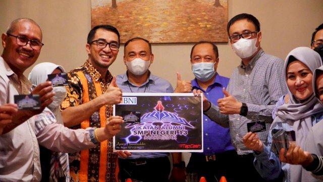 Legislator NasDem Mario David, Didaulat Menjadi Pemegang Kartu IKA SMPN 13 Makassar