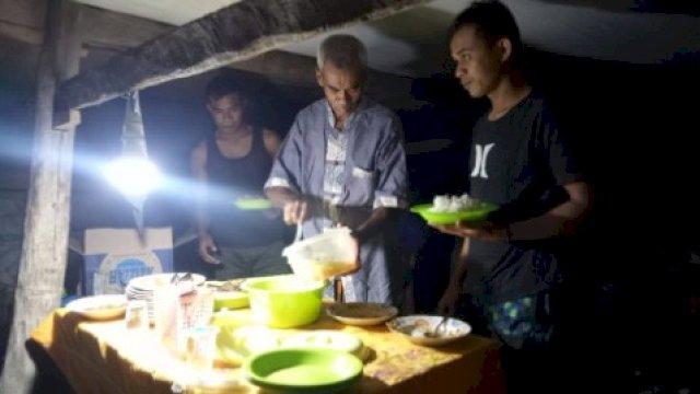 Begini Suasana Makan Malam di Lokasi TMMD Ke-111 Kodim 1415 Selayar