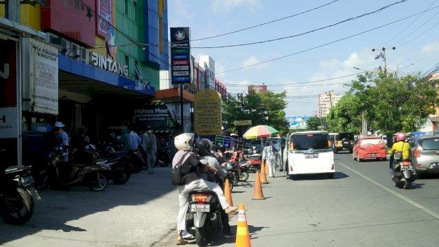 Suasana di depan Toko Bintang, Jalan Pengayoman, Makassar, Kamis (3/6/2021).