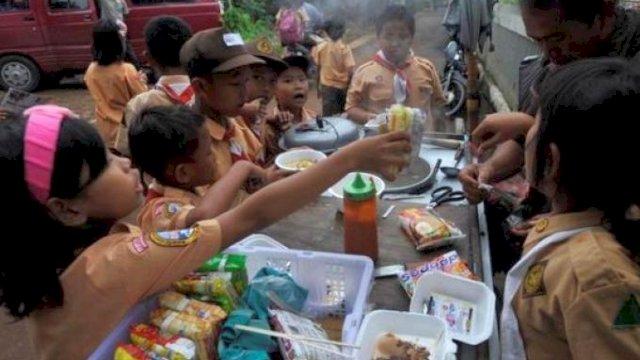 Bahaya! Ratusan Anak di Sulsel Keracunan Makanan, Ini Penyebabnya