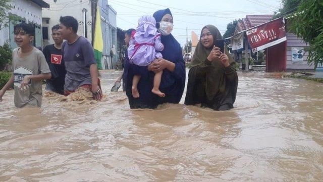 Banjir Kepung Dua Desa di Luwu Sulsel, Rendam Rumah, Fasilitas Umum dan Nyaris Menewaskan Seorang Pengendara