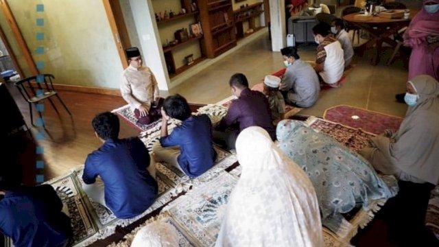 Shalat Idul adha di Rumah, Gubernur Anies Baswedan Jadi Imam, Putranya Jadi Khatib