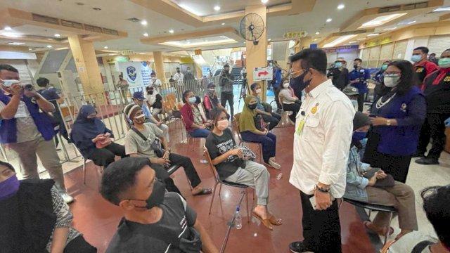 Mentan Syahrul Kunjungi Pulogadung Trade Center Tinjau Pemberian Vaksin Covid-19