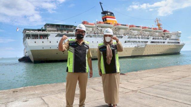 Wali Kota Makassar Mohammad Ramdhan Pomanto dan Wakil Wali Kota Makassar Fatmawati Rusdi, saat meninjau langsung kapal pelni yang akan digunakan untuk isolasi mandiri pasien covid-19 di Kota Makassar, Sulsel.