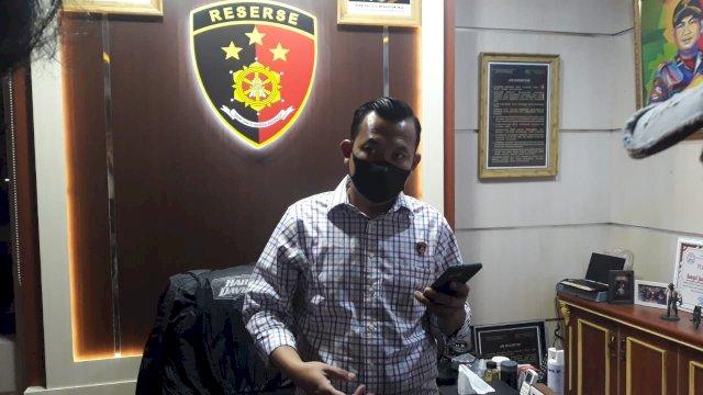 Kasat Reskrim Polrestabes Makassar, Kompol Jamal Fatur Rakhman saat memberikan keterangan kepada wartawan.