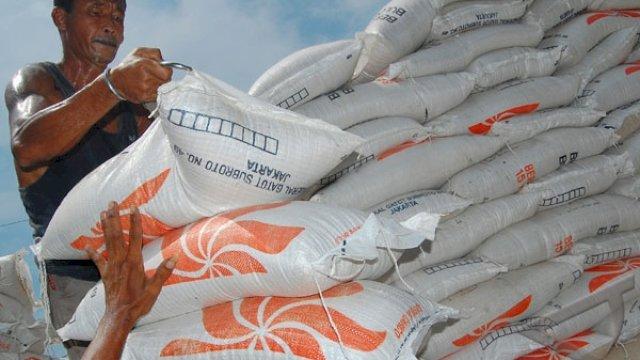 Hari Ini, Perum Bulog Mulai Salurkan Tambahan Bantuan Beras PPKM 2021