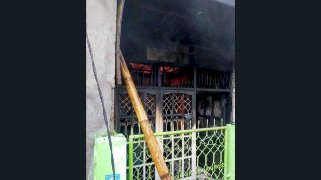Salah satu rumah yang terbakar di Jalan Perumnas Antang, Kecamatan Manggala, Kota Makassar, Selasa (17/8/2021).