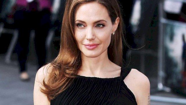 Angelina Jolie Bela Hak Perempuan Afghanistan di Instagram
