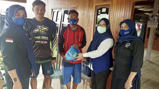 Terus Dapat Bantuan Sembako dari NasDem Soppeng, Warga: Senang Sekali, Alhamdulillah!
