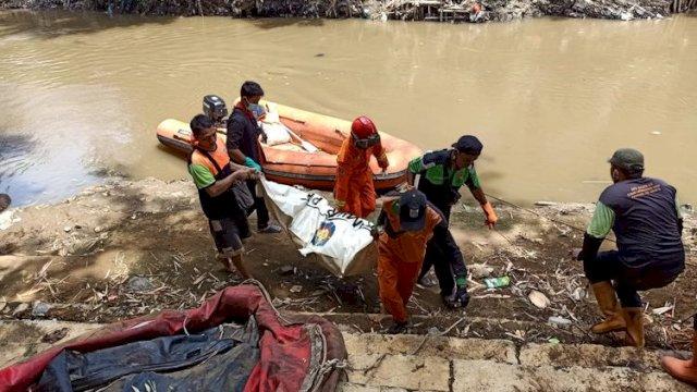 Heboh, Sesosok Jenazah Ditemukan Mengambang dan Tertumpuk Sampah di Sungai