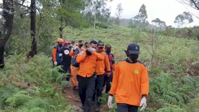 Tim SAR Evakuasi 2 Jenazah Pendaki yang Meninggal Usai Peringati Hari Kemerdekaan 17 Agustus di Gunung Bawakaraeng