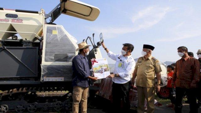 Bantuan Handtraktor dari Presiden Sudah Diterima Petani Kabupaten Malang