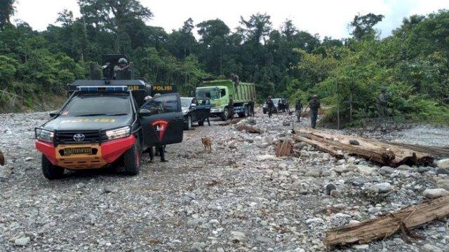 Makin Beringas, KKB Bunuh 2 Pekerja, Proyek Trans Papua Disetop Sementara
